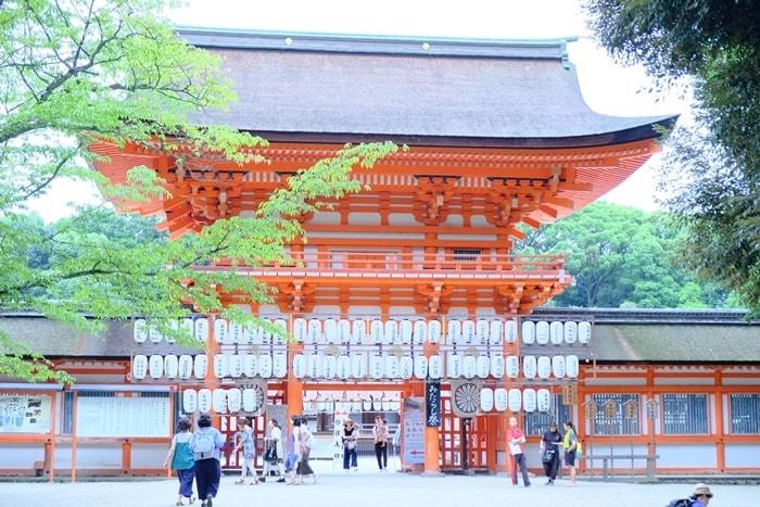 フォトジェニックな下鴨神社写真 フォトジェニックな朱色の建物