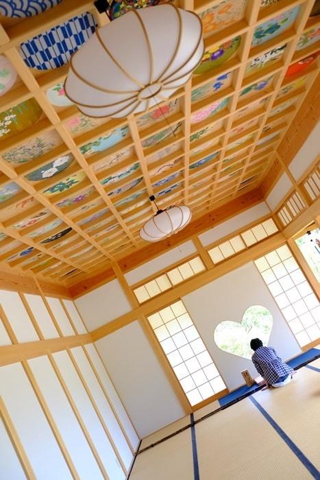 フォトジェニックな正寿院 ハートの窓と天井画
