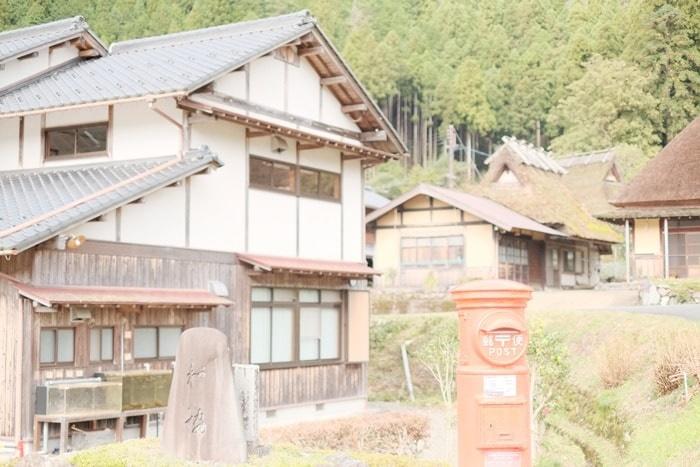 美山のノスタルジックな撮影スポット 赤いポスト