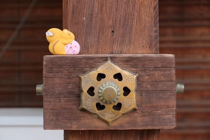 平野神社の撮影スポット 桜の建具