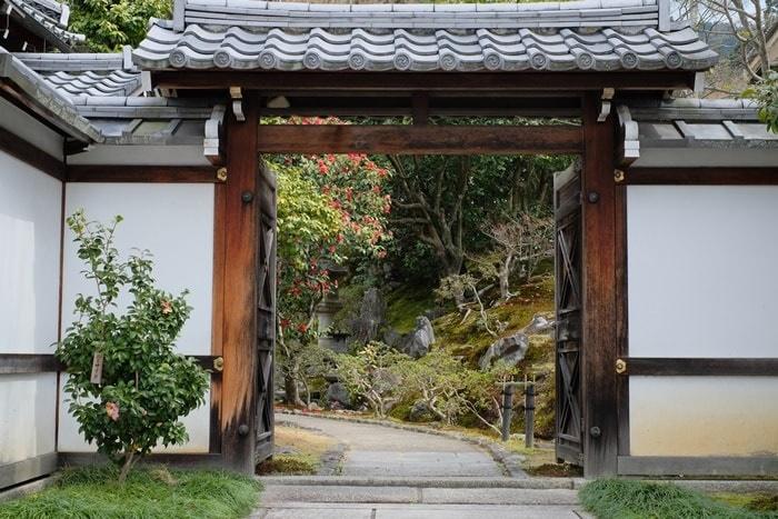 霊鑑寺 庭園入口の画像