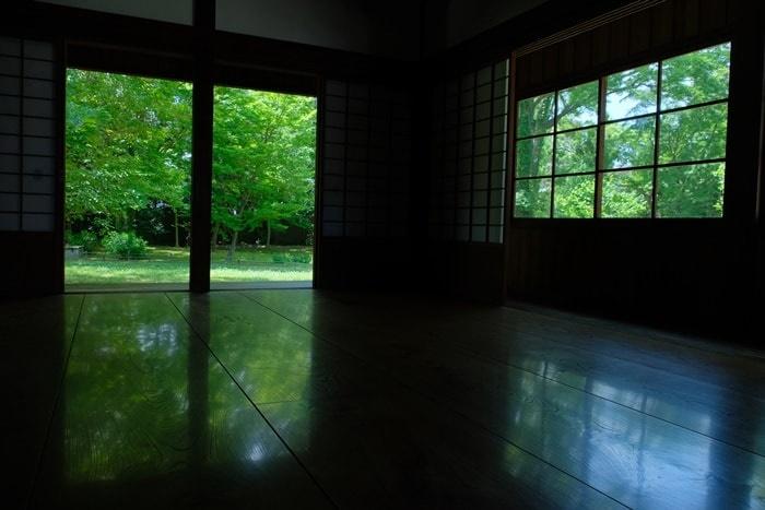 閑院宮邸跡の床みどり