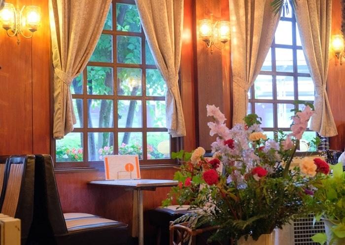 純喫茶 フルールの窓側席 画像