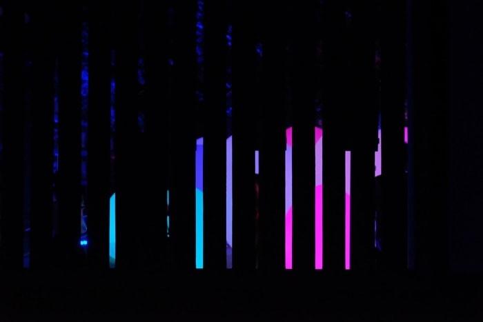 楼門の柵ごしにみた たまごの光