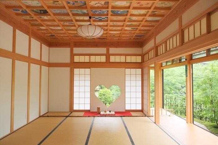 正寿院の猪目窓と天井画