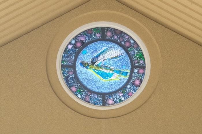 飛行神社のステンドガラス